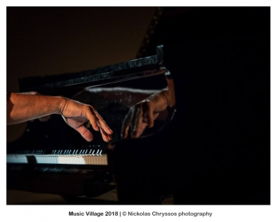 Self awareness, imaging and body language in piano performance practice  on the stage